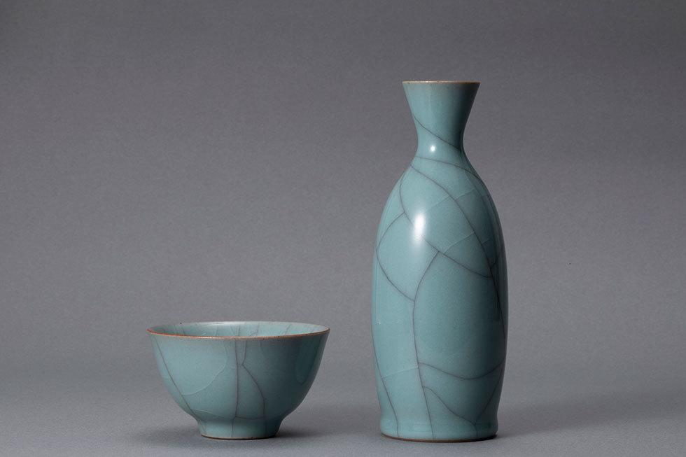 (左から) 青瓷ぐい呑 / 青瓷徳利