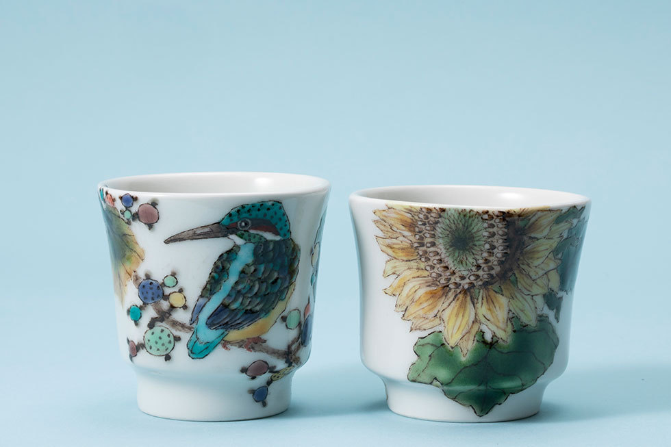 (左から) 色絵 野葡萄に翡翠文葡萄杯 / 色絵 向日葵文酒杯
