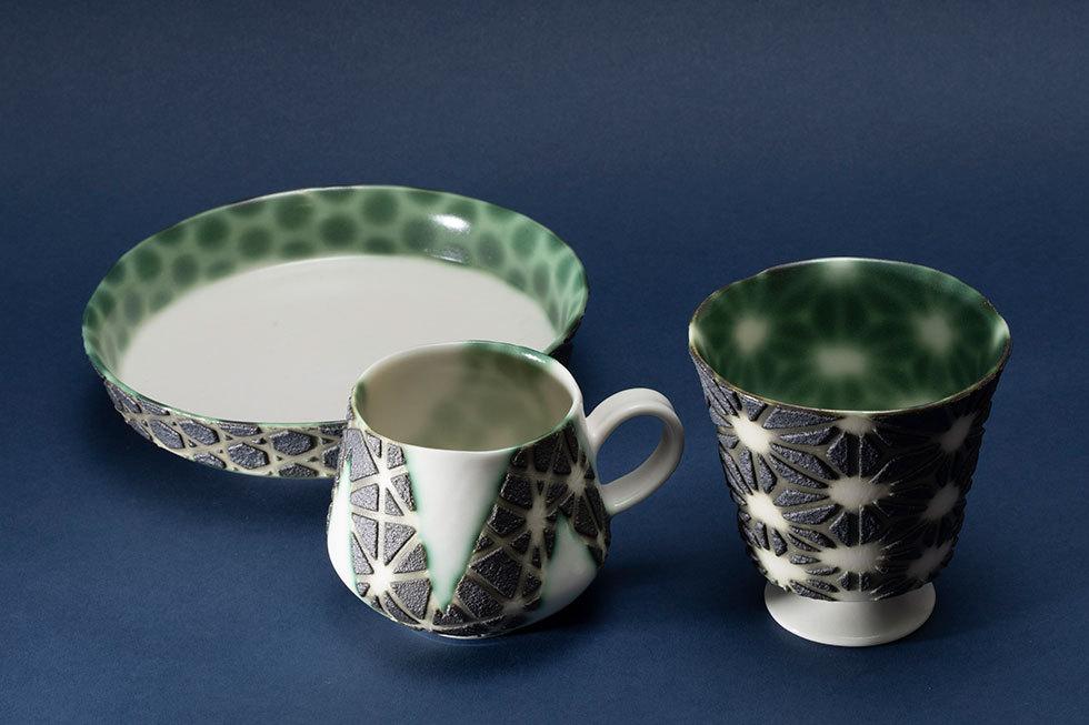 (左から) 籠目模様平鉢 / マグカップ「線に遊ぶ」 / 足つきフリーカップ