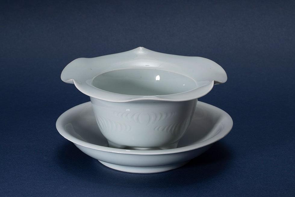 青白磁刻文植木鉢
