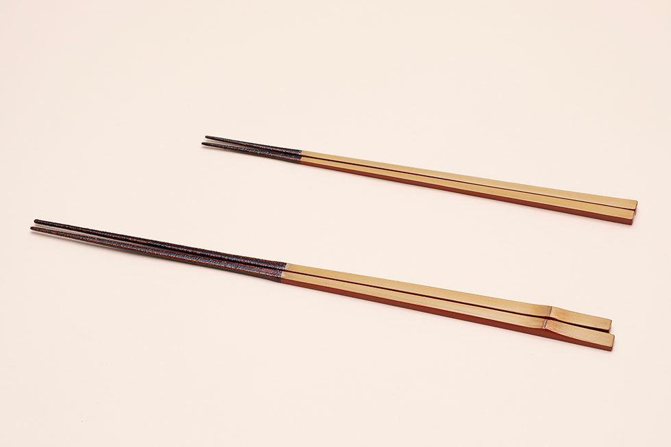 (奥) 竹の菜箸 / (手前) 竹の箸