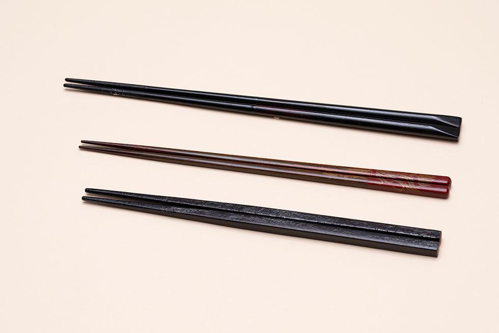 (手前から) 箸 和紙 紙 / 箸 蒔絵 / 箸 蝋色