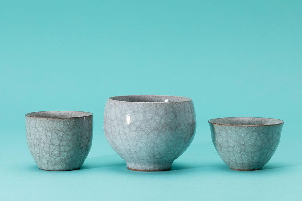 (左から)青瓷ぐい呑 / 灰青瓷汲み出し / 青瓷ぐい呑