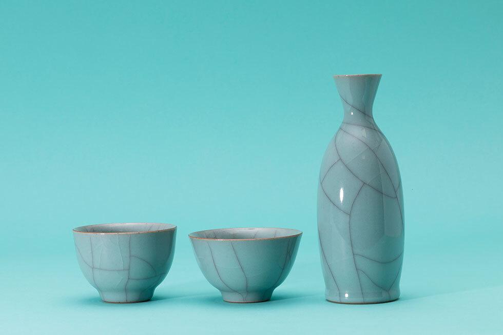 (左から)青瓷ぐい呑 / 青瓷ぐい呑 / 青瓷徳利