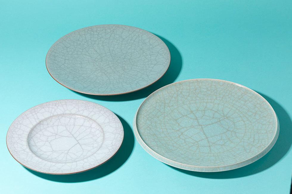 (左)灰青瓷皿 / (奥)青瓷皿 / (右)青瓷皿