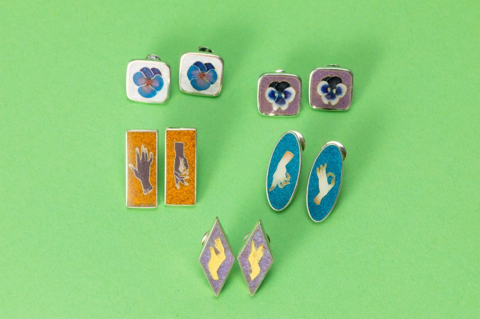 Combing my memories_Pansy (Blue) / Combing my memories_Pansy (Deep Blue) / Hands (orange) / Hands (blue) / Hands (lilac)